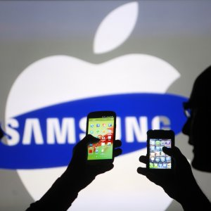 Apple, Samsung'u ezdi!
